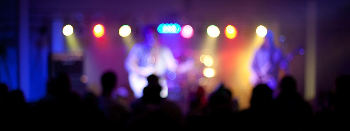 concert-crowd-1200×450
